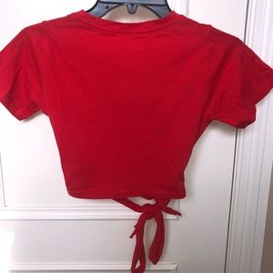 Cropped red t shirt